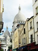 pic of foreshortening  - Foreshortening of the Montmartre church from quarter - JPG