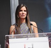 LOS ANGELES - SEP 25:  Sandra Bullock arrives to Sandra Bullock Hand & Foot Print Ceremony  on Septe