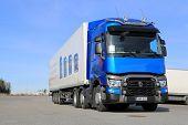 Blue Renault T460 Truck