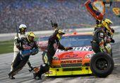 NASCAR: 8. November Dickies 500