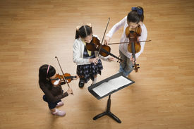 image of pre-adolescents  - Asian girls playing violins - JPG