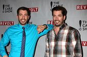LOS ANGELES - APR 30:  Drew Scott, Jonathan Scott at the NCTA's Chairman's Gala Celebration of Cable with REVOLT at The Belasco Theater on April 30, 2014 in Los Angeles, CA