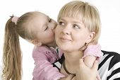 küssen Mutter Tochter.