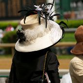 Kentucky Derby Chic: Frau mit Hut