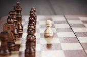 Schach-Führung-Konzept auf dem Schachbrett