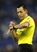 BARCELONA - NOV, 30: Referee Teixeira Vitienes check the time during a Spanish League match between