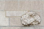foto of the great pyramids  - Piece from the ancient Great Pyramid in Giza Egypt embedded in a wall in Chicago - JPG