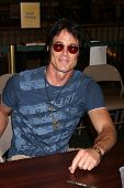 LOS ANGELES - AUG 18:  Ronn Moss at the book signing for William Bell Biography at Barnes & Noble on