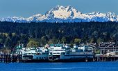 Bainbridge Island Fähre Dock Puget Sound schneebedeckten Mount Olympus Olympic-Nationalpark Washington