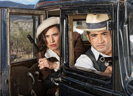 foto of tommy-gun  - Serious retro gangsters in car with machine guns  - JPG