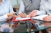 Imagen de empresarios manos trabajar con documentos de la reunión