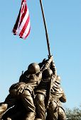 foto of iwo  - A statue of the men on Iwo Jima holding up the flag - JPG