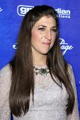 LOS ANGELES - SEP 21:  Mayim Bialik arrives at the Variety and Women in Film Pre-Emmy Event at Scarp