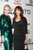 LOS ANGELES - 29 de setembro: Francesca Eastwood, Frances Fisher chega a Aw de mídia ambiental de 2012