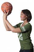 Постер, плакат: Черная женщина играть в баскетбол
