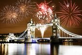 Fuegos artificiales sobre Tower Bridge