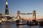 London Tower Bridge en de Scherf