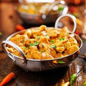 picture of curry chicken  - indian chicken curry in balti dish - JPG