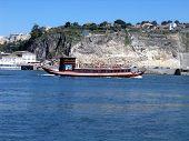 'Ravelo' barco sobre el río Duero
