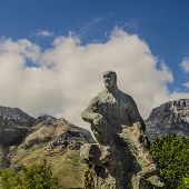 image of smut  - Statue of Jan Christian Smuts with mountains in the background - JPG