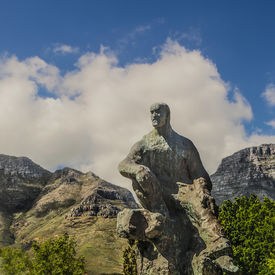 picture of smut  - Statue of Jan Christian Smuts with mountains in the background - JPG