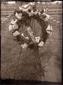 picture of confederation  - Confederate Memorial Wreath at Carnton Cemetery in Franklin - JPG