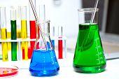 Pesquisa de laboratório investigando examinando CSI