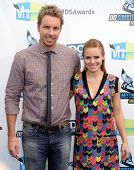 LOS ANGELES - AUG 18:  Dax Shepard & Kristen Bell arriving to Do Something Awards 2012  on August 18