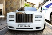 Dubai, Uae - September 9: The Luxury Rolls-royce Limousine Is Near Luxurious Hotel On September