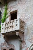 picture of juliet  - Balcony of Juliet and romeo Verona Italy - JPG