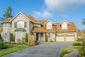 pic of in front  - Custom built luxury house with nicely trimmed front yard - JPG