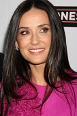 LOS ANGELES - 7 de abr: Demi Moore na estréia de 'The Joneses' no Teatro ArcLight, em Los Ange
