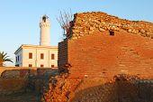 El Faro de Anzio entre los romanos ruinas de House - Roma - Lazio de Nero - Italia