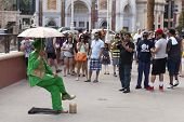 Street Performer Amazes Tourists In Las Vegas, Nv On March 30, 2013