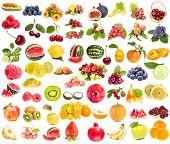 gran colección de frutas, bayas de verduras, aislados sobre un fondo blanco