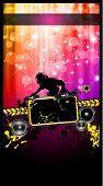 Discoteca o cartaz do evento com um Jockey do disco remixando dois discos com uma cascata de luzes de brilhos na