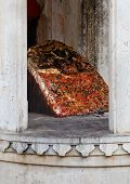 picture of ling  - Vertical shot of a shiv ling for hindu worship inside the royal quarters at Kumbhalghar Fort - JPG
