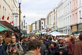 Multitudes en Portobello Road - Londres