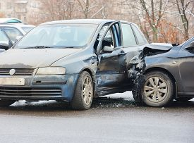 picture of slippery-roads  - car crash accident on street - JPG