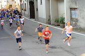 Los niños corren