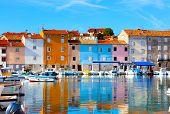 Casco antiguo de Istria en Novigrad, Croacia.