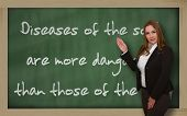 Professor apresentando doenças da alma são mais perigosas do que no quadro-negro