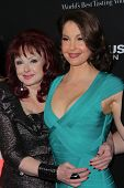 LOS ANGELES - MAR 18:  Naomi Judd, Ashley Judd arrive at