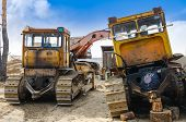 Heavy tracked vehicles for repairs