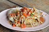 Spicy Papaya Salad With Raw Blue Crab