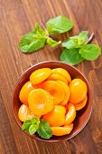 apricots in sirup