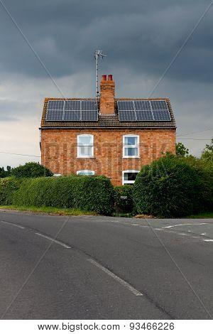 Symmetrical House Solar Panels Rain Cloud picture & Symmetrical House Solar Panels Rain Cloud Image ID:93466226