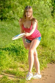 picture of frisbee  - Frisbee player - JPG