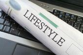 Sección de estilo de vida del periódico en portátil