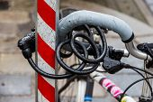 a bicycle was taken firmly to prevent the theft of a rod. bike lock anti-theft lock